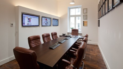 Impression of a meeting room within Warsaw business center Lipinski Passage.